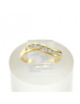 18k gold ring and zirconias