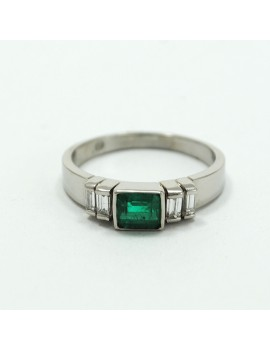PLATINUM RING WITH EMERALD...