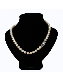 PEARL NECKLACE OF 8.5 AND 9 MM