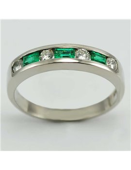 18K WHITE GOLD RING WITH MODERN-CUT DIAMONDS AND EMERALDS