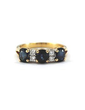 18k gold ring with brilliants and sapphires