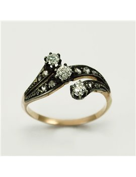18K GOLD WITH DIAMONDS AND DIAMONDS RING