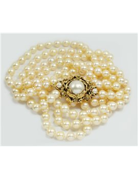 3 STRAND CULTURED PEARL NECKLACE WITH A 14K PINK GOLD CLAPS WITH DIAMONDS AND 2 SMALL PEARLS, 48 CM