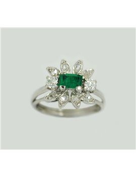 18K WHITE GOLD RING WITH A EMERALD, DIAMONDS AND OLD CUT DIAMONDS