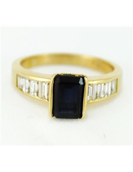 18K GOLD RING WITH DIAMONDS AND  SAPPHIRE