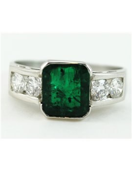 PLATINIUM RING WITH EMERALD AND DIAMONDS