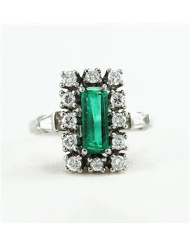 18K GOLD RING WITH EMERALD AND DIAMONDS