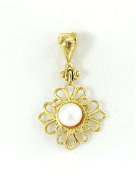18K GOLD AND CULTURED PEARL PENDANT