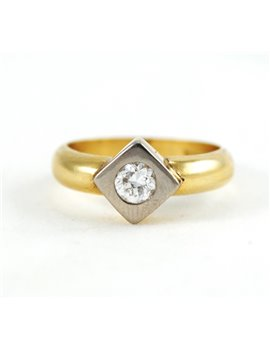 18K GOLD WITH DIAMOND RING