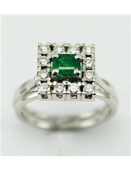 18K GOLD WITH DIAMONDS AND EMERALD RING