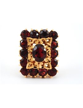 18K GOLD RING WITH OLD GARNETS