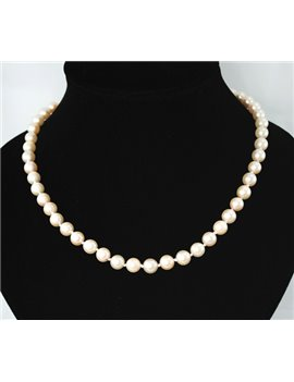 CULTURE PEARL NECKLACE 8MM CLASP 18K GOLD AND SAPPHIRE