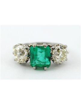 ANTIQUE EMERALD AND DIAMONDS 2,50 CT PLATINUM AND GOLD RING