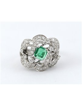 PLATINUM RING WITH DIAMONDS AND EMERALD