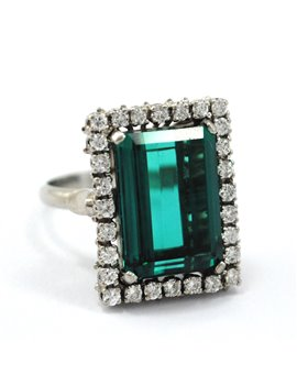 BEAUTIFUL GREEN TOURMALINE AND DIAMONDS PLATINUM RING